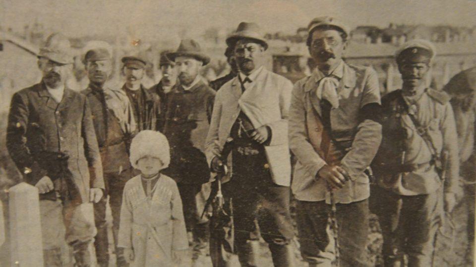 Klofáč (druhý zprava) jako novinář v rusko-japonské válce