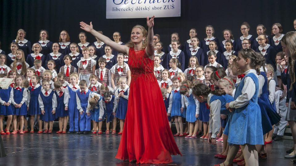 Sbormistryně Silvie Pálková vede liberecký pěvecký sbor Severáček už od roku 1997