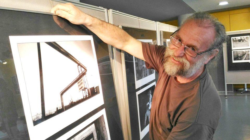 Krajský úřad v Liberci hostí výstavu fotografa Petra Šimra. Známý liberecký fotograf je veký patriot, všecny jeho vystavené snímky vyfotografoval v Liberci