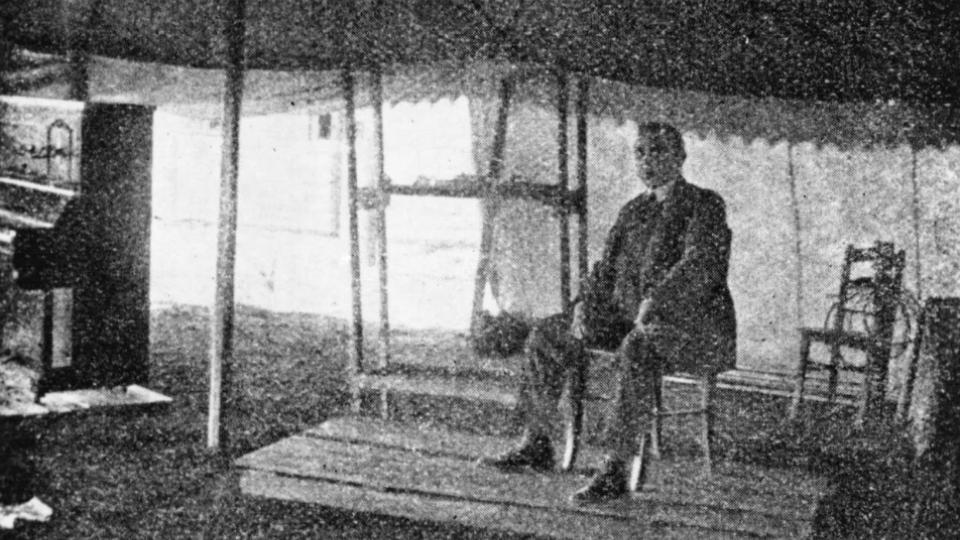Pravidelné vysílání tehdejšího Československého, dnes Českého rozhlasu bylo zahájeno 18. května 1923 z pražských Kbel, ze stanu vypůjčeného od skautů. Vysílalo se pouze hodinu