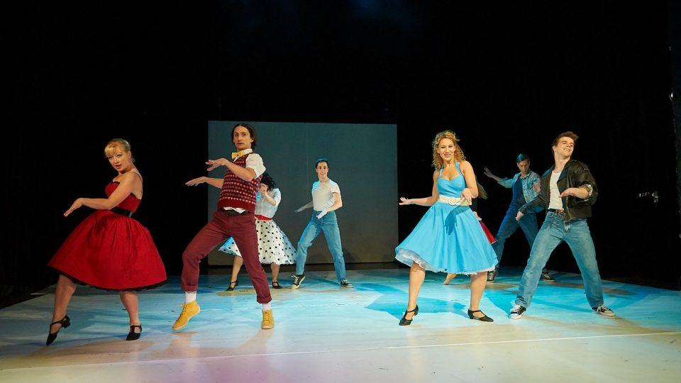 """""""Tato inscenace vzniká úplně obráceně. Máme nejdříve tance od jednotlivých tanečníků, až na to musíme naskládat příběh a myšlenku,"""" říká dramaturgyně Helena Syrovátková"""