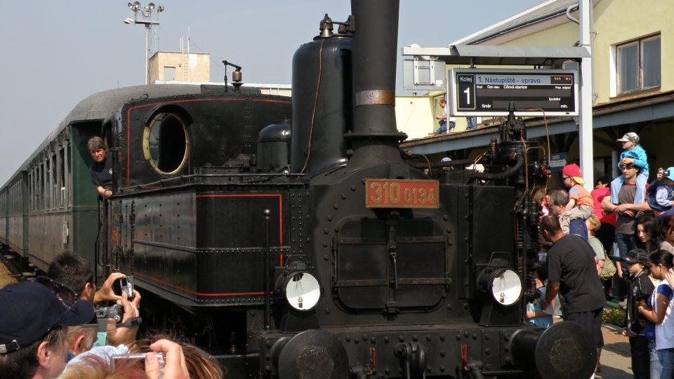 Prastará lokomotiva z turnovského depa začne vozit turisty až o začátku letních prázdnin