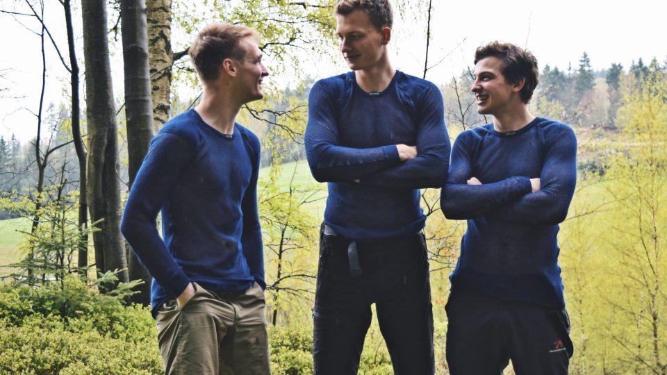 Jirka, Marek a Dominik. Tři studenti, kteří mají velký plán, a totiž projít Norsko z jihu až na sever, rovných 2500 kilometrů