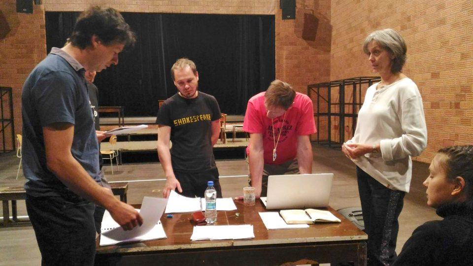 Herci v Malém divadle v Liberci už vydatně zkoušejí. Dohlíží na ně režisér Martin Tichý