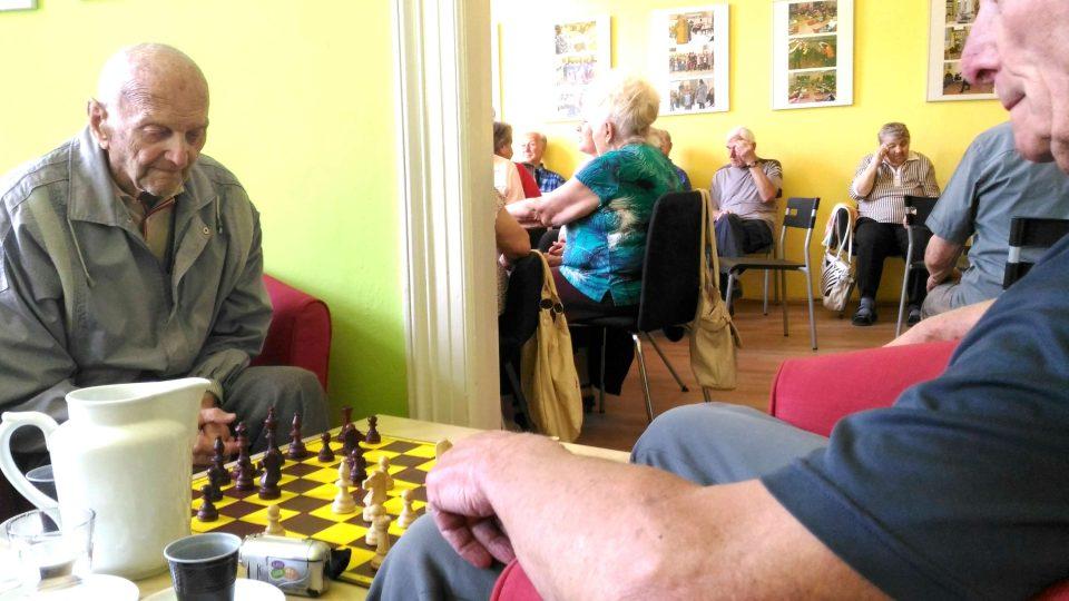 Komunitní středisko Kontakt Liberec je otevřené všem lidem. Pro seniory pořádá nejrůznější aktivity a výlety