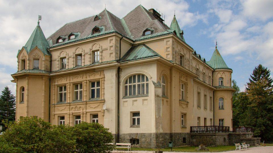 Svoji vysockou vilu nechal Kramář vystavět pro manželku Naděždu