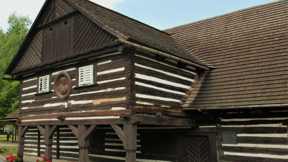 V roubeném stavení s podsíní v Hoříněvsi se narodil Václav Hanka