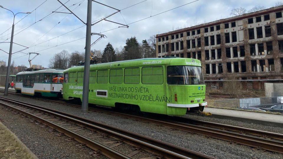 Místem projíždí tramvaj do Jablonce nad Nisou