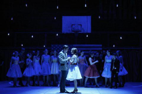 Pavel Režný (Tony) a Kateřina Falcová (Maria) v představení West Side Story v Plzni