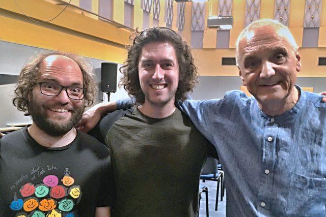 Tvůrci seriálu Tady bydlí rozhlas ve Studiu 1 (zleva: mistr zvuku Martin Dušek, redaktor Jan Herget a herec a architekt David Vávra)