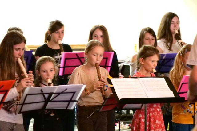 Žákyně hudebního oboru ZUŠ Liberec. Zobáček ve Varšavě 23. 4. 2019