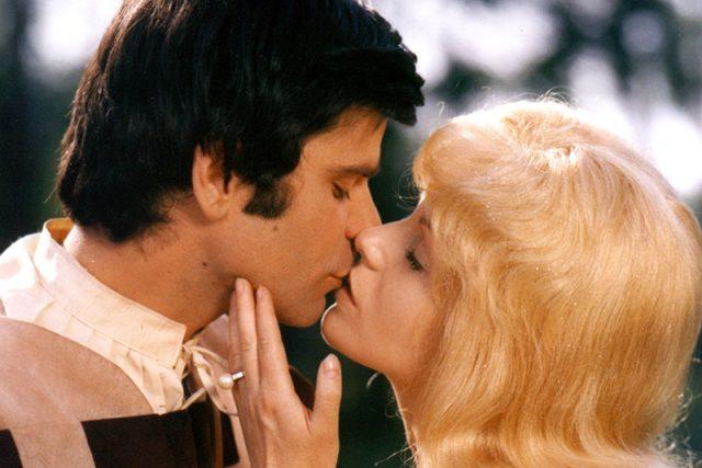 Zlatovláska (Jorga Kotrbová) a princ (Petr Štěpánek) v televizním zpracování slavné pohádky z roku 1973