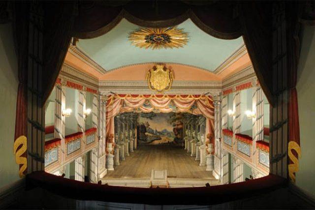 Zámek Litomyšl zve během adventních prohlídek na návštěvu divadla (ilustrační foto)