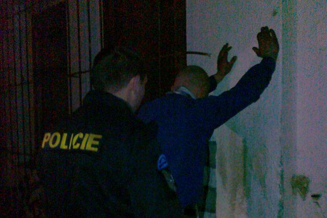 Policisté uprchlého vězně zadrželi v noci při vloupání  (ilustrační snímek)   foto: Evelyna Kulíšková