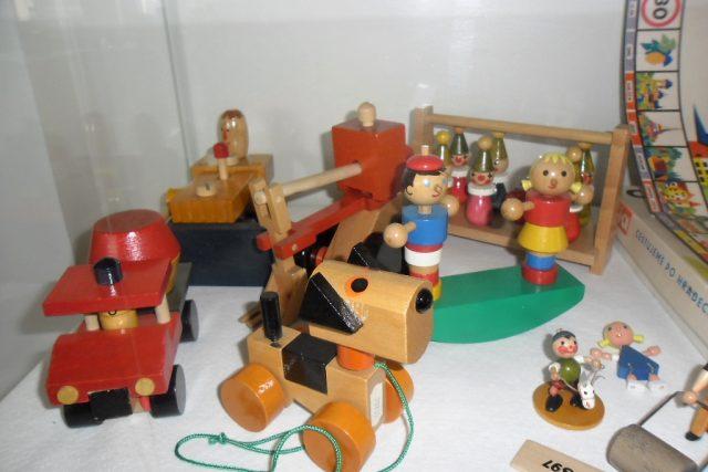 Továrna na dřevěné hračky a Muzeum výroby hraček v Albrechticích