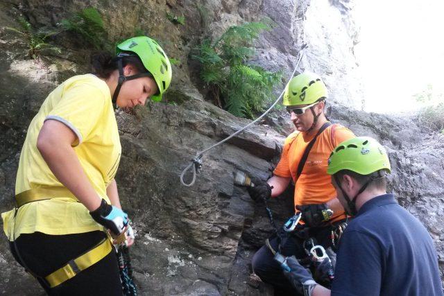 Zajištěná horolezecká cesta via ferrata v Semilech je už vhodná i pro začátečníky.Musí mít ale  dobrou výbavu a doprovod zkušených horolezců