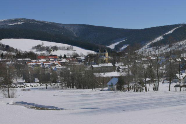 Panorama Deštného v Orlických horách   foto:  Archiv obce Deštné v Orlických horách