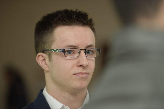 Lukáš Nečesaný u soudu čelí obžalobě z pokusu vraždy kadeřnice v Hořicích