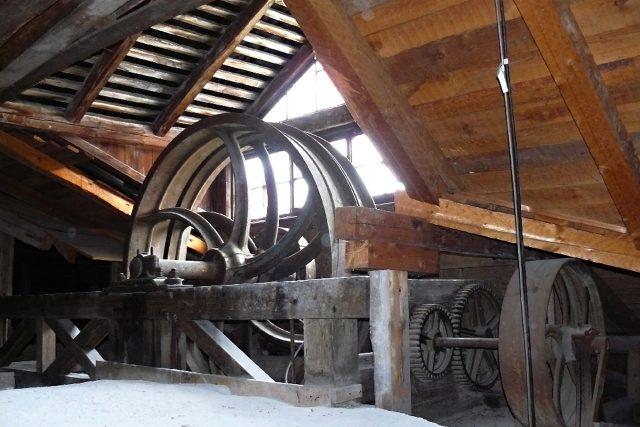 Strojovka stařičkého výstahu na zámku v Zákupech