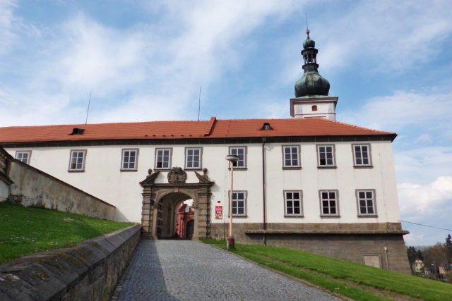 Při kompletní rekonstrukci by podle památkářů bylo nutné do zákupského zámku investovat stovky milionů korun.