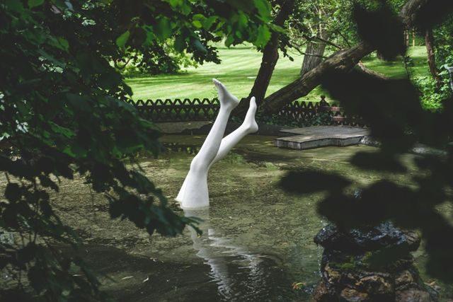 Nohy z vody od Kurta Gebauera