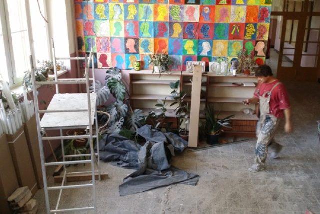V husinecké základní škole je ještě nepořádek po rekonstrukci. Dětem se proto prodlouží prázdniny