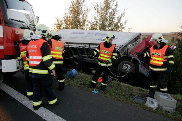 Tragická dopravní nehoda u Loun | foto:  Hasičský záchranný sbor Úst. kraje,  Michal Hrdlička
