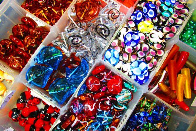 Železný Brod je známý mimo jiné i výrobou vinutých perlí