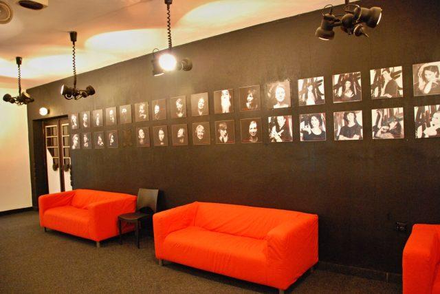 Foyer libereckého Malého divadla před rekonstrukcí | foto: Lucie Fürstová,  Český rozhlas,  Český rozhlas