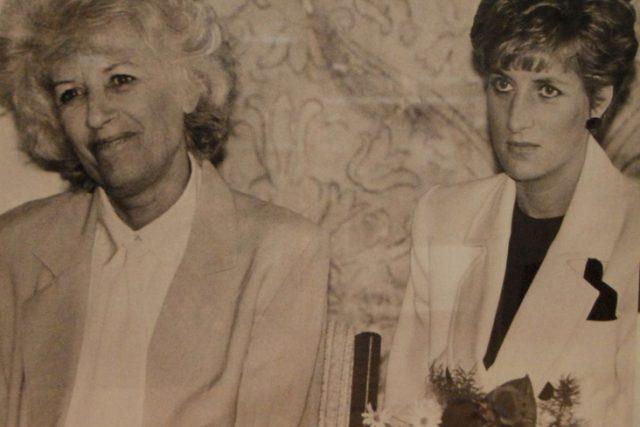 Olga Havlová a její setkání s princeznou Dianou zachycené na archivní fotografii