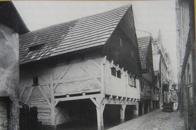 Valdštejnské domky na historické fotce