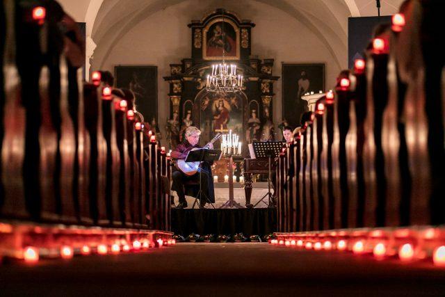 Koncert při svíčkách v kostele sv. Barbory v Zahrádkách - Zuzana Lapčíková a Vladislav Bláha, 2017