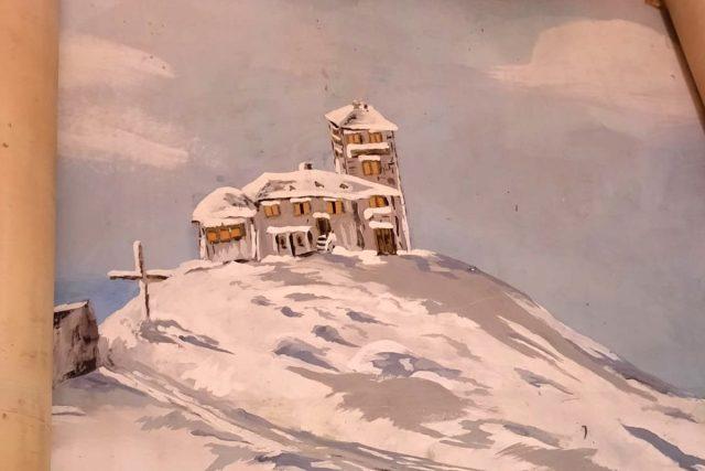 Část obrazu s původní horskou chatou na Ještědu. Obraz je kvůli rozměrům zatím srolovaný pod schody,  čeká až se uvolní velký sál | foto: Tomáš Mařas,  Český rozhlas