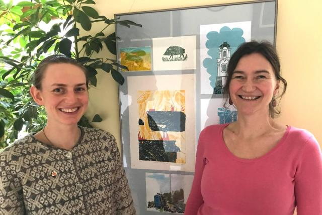 Grafička Alžběta Panochová  (vlevo) a kurátorka výstavy Lucie Nováková | foto: Lucie Fürstová,  Český rozhlas