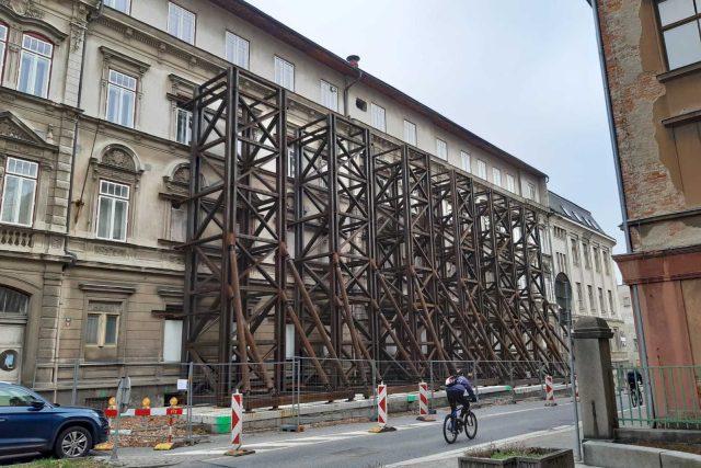 Kraj řeší, jestli opravit nebo strhnout poškozenou školní budovu v jablonecké Podhorské ulici