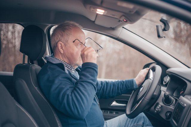 Nepodceňujte nošení brýlí za volantem | foto: Profimedia