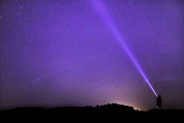 Noční obloha,  pozorování hvězd  (ilustrační foto)   foto:  O12,  Pixabay