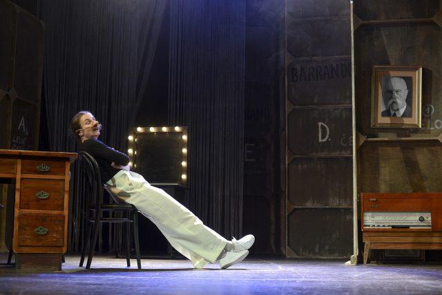Hlavní roli ve hře Burian hraje Veronika Korytářová | foto: Divadlo F. X. Šaldy Liberec/Roman Dobeš