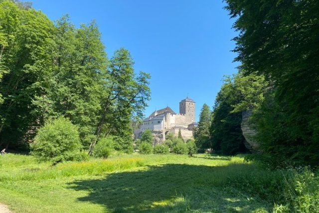 Údolí Plakánek pod gotickým hradem Kost patří k velmi oblíbeným destinacím v Českém ráji