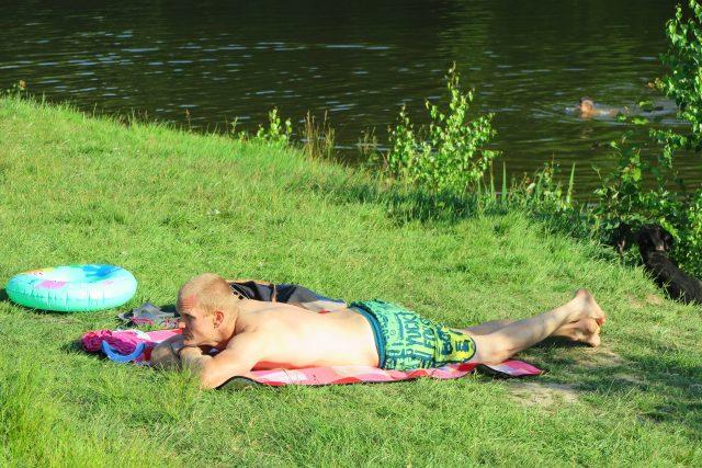Léto, koupání (ilustrační foto)