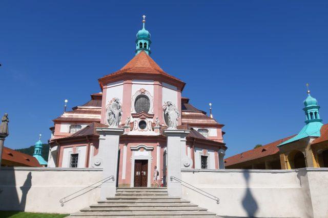 Opravený kostel Navštívení Panny Marie v Horní Polici