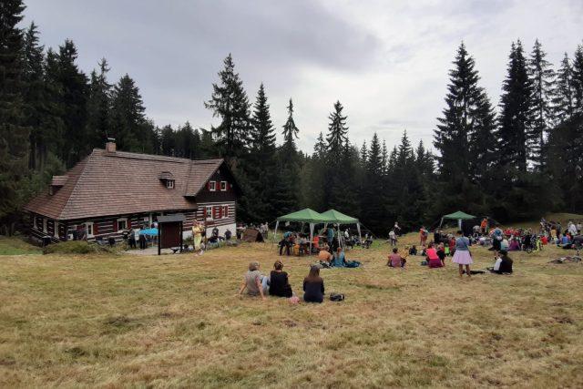 Sklářské slavnosti u Liščí boudy v Jizerských horách jsou už tradicí