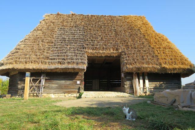 Stodola byla do Trstěnice přenesena z obce Čistá u Litomyšle
