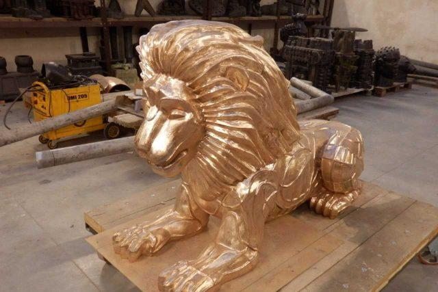 Lev k sobě dostane ještě lvici
