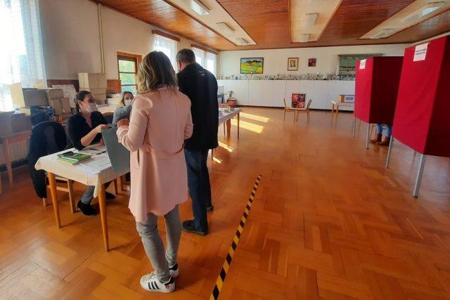 Referenda v Chuchelně na Semilsku se zúčastnilo 59 procent obyvatel a čtyři pětiny z nich hlasovaly proti těžbě v tamním kamenolomu   foto: Šárka Škapiková,  Český rozhlas