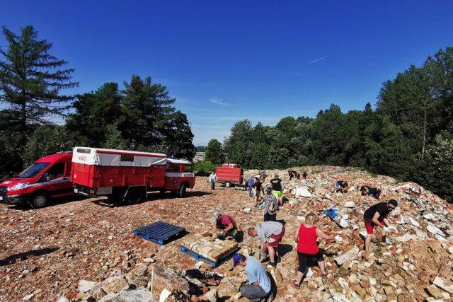 Na Moravu chtějí starostové z Frýdlantska v nejbližších dnech poslat dva kamiony, jeden s cihlami a druhý s dalším sesbíraným materiálem.