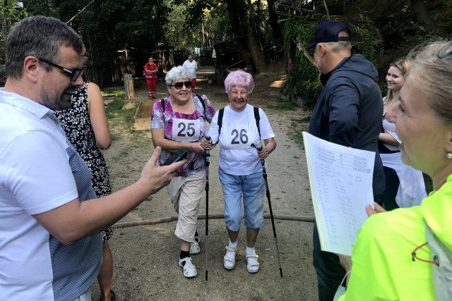 Sportovat můžete i v důchodovém věku, jak dokazuje velká účast na Seniorské míli