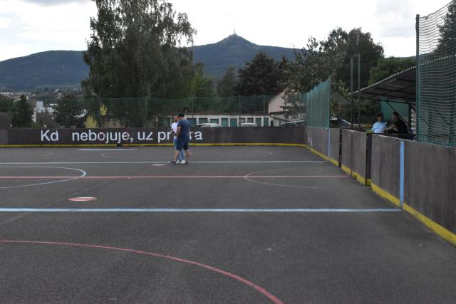 Hokejbalové hřiště na libereckém Františkově opravu potřebuje   foto: Martin Veselý