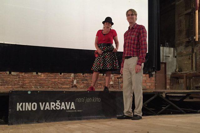 Liberecké kino Varšava má novou podlahu. Na fotografii je ředitel spolku Ondřej Pleštil a mluvčí Jitka Mrázková