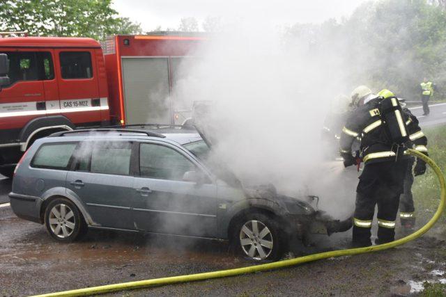 Auto začne hořet zpravidla kvůli technické závadě | foto: Hasičský záchranný sbor Libereckého kraje